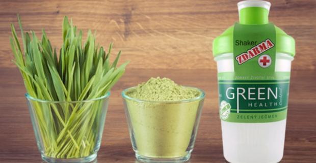 Zdravý zelený jačmeň v prášku plný vitamínov a šejker zdarma. Dáva do poriadku prekyslený organizmus, dodáva telu energiu.