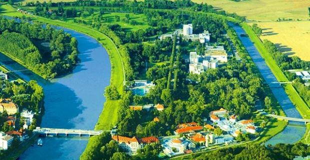 Zavítajte do najznámejších slovenských kúpeľov Piešťany. Kúpeľné procedúry v modernom 3* hoteli Danubius Health s polpenziou.