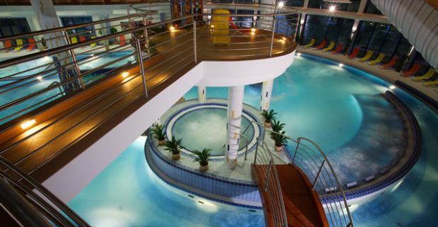 Celodenný vstup do bazénového sveta Wellness Hotela Patince****. Bazénový svet je komplex bazénov s využitím vody z termálneho vrtu.