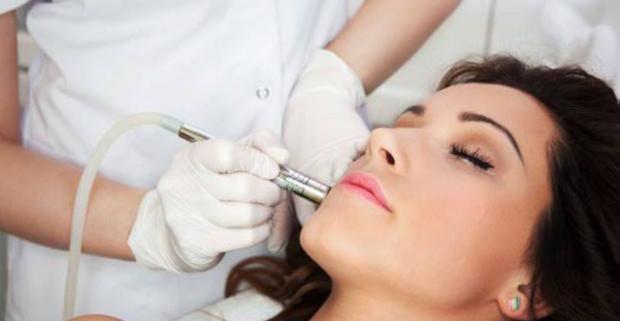 Doprajte vašej pleti profesionálnu starostlivosť a siahnite po jednom z balíčkov luxusných ošetrení pleti značkovou kozmetikou Dermalogica.